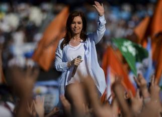 Cristina cerró su campaña con un fuerte tono peronista