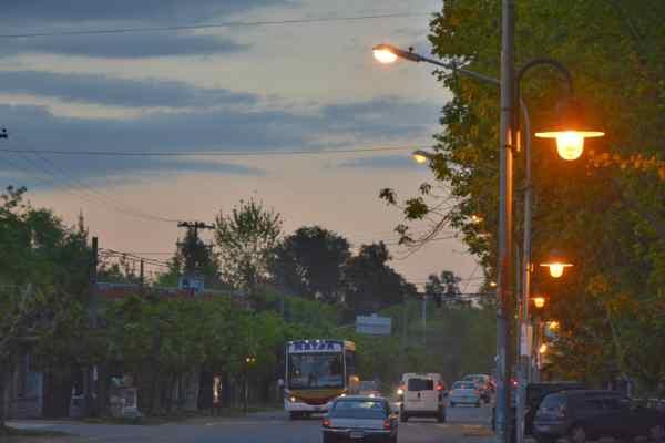 Tigre instaló nuevas luminarias de vereda en Dique Luján