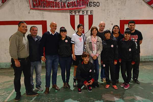 """El Municipio de San Fernando entregó materiales e indumentaria deportiva al """"Club Expreso"""""""