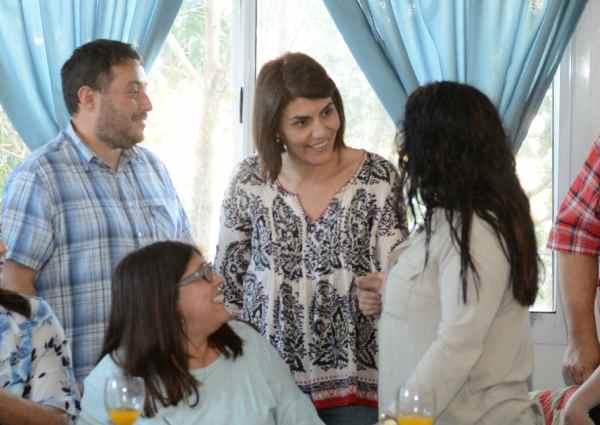 Gisela Zamora, mantuvo un encuentro con docentes y autoridades de la comunidad educativa local en la sede del Rotary Club de General Pacheco