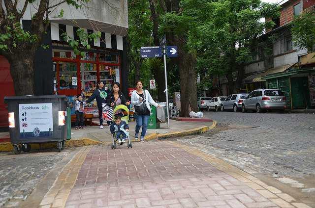 Instalan senderos peatonales en todas las localidades de San Isidro
