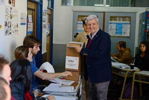 Luis Andreotti votó en la localidad de Victoria