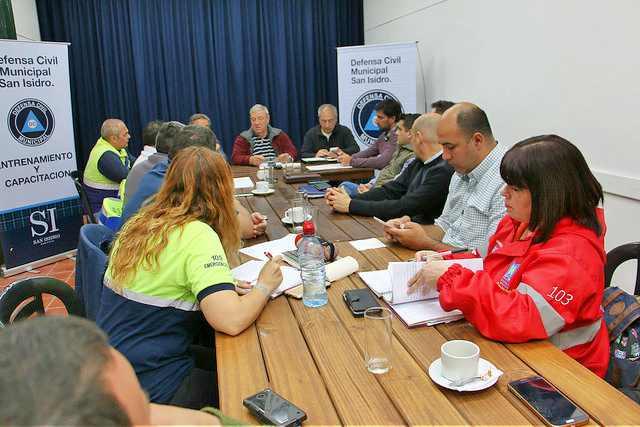 Encuentro de autoridades de defensa civil de diferentes municipios San Isidro