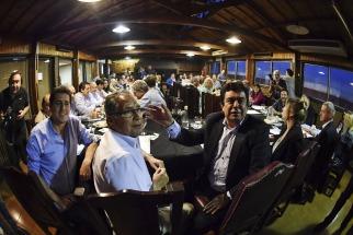 El presidente del PJ bonaerense, Fernando Espinoza, confirmó anoche la convocatoria a elecciones internas en el partido a nivel provincial para el 17 de diciembre y estimó que en diez días se definirá si habrá una candidatura de consenso para sucederlo o se presentará más de una lista.