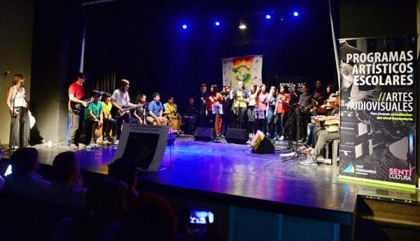 Alumnos de escuelas de San Fernando realizaron la muestra de música y artes audiovisuales en el Teatro Martinelli