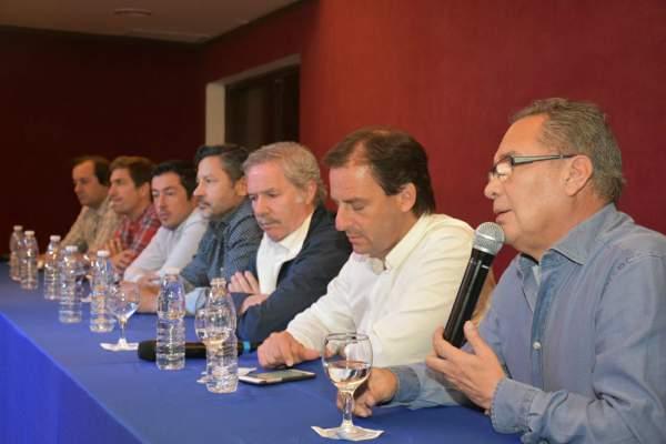 Con la presencia de intendentes peronistas de la primera sección electoral Nardini (Malvinas), Menéndez (Merlo), Descalzo (Ituzaingó), Sujarchuk (ESCOBAR), Ustarroz (Mercedes) y el diputado massista Felipe Solá, comenzaron los acuerdos para la unidad del peronismo.
