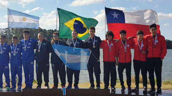 Pablo de Torres, deportista olímpico y profesor de la Escuela Municipal de Canotaje de San Fernando, ganó junto a Pablo Alcaraz medallas de oro, plata y bronce en varias distancias del Campeonato Argentino