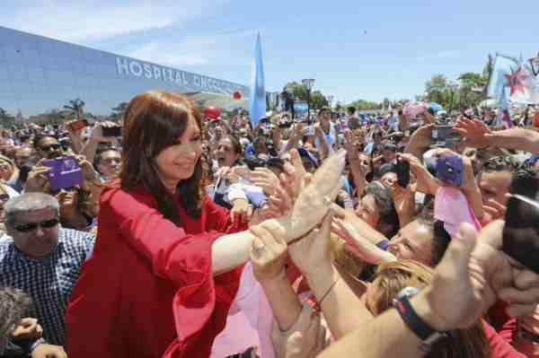 Cristina volvió a mostrarse en el conurbano, en medio de la pulseada por la conducción del PJ bonaerense