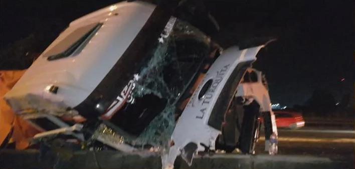 Dos heridos por un choque y vuelco en Panamericana