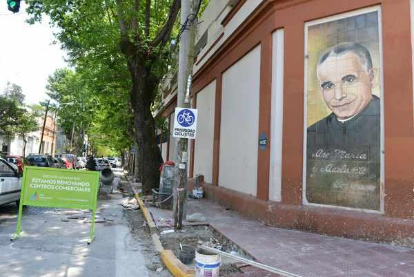 San Fernando  renueva las veredas de la Parroquia Don Orione