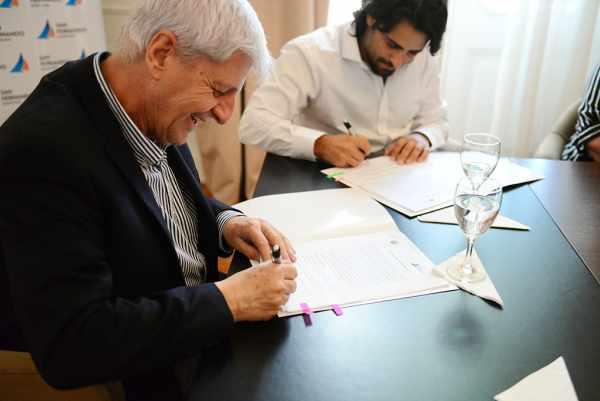 El Intendente Luis Andreotti, y el Presidente del órgano colegiado bonaerense, Lic. Pedro Salas, firmaron un convenio marco para trabajar en conjunto en política pública de prevención en enfermedades mentales.