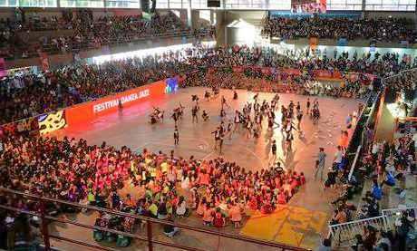 Los chicos de los polideportivos de Tigre brillaron en la Gala de Danza Jazz