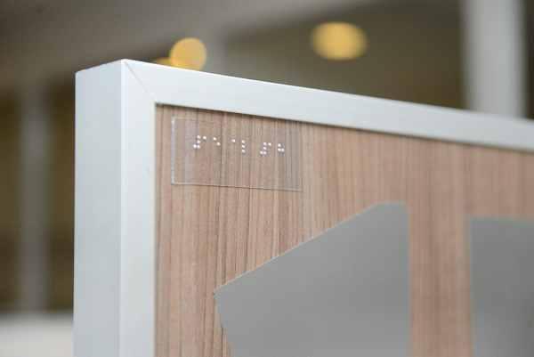 Más dependencias de San Fernando suman cartelería en braille