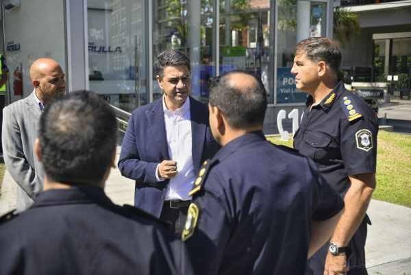 El intendente de Vicente López, Jorge Macri, presentó la línea telefónica 109, una herramienta de mayor accesibilidad con la que cuenta el municipio para encauzar distintos tipos de emergencias de distinta índole que pueda experimentar el vecino.