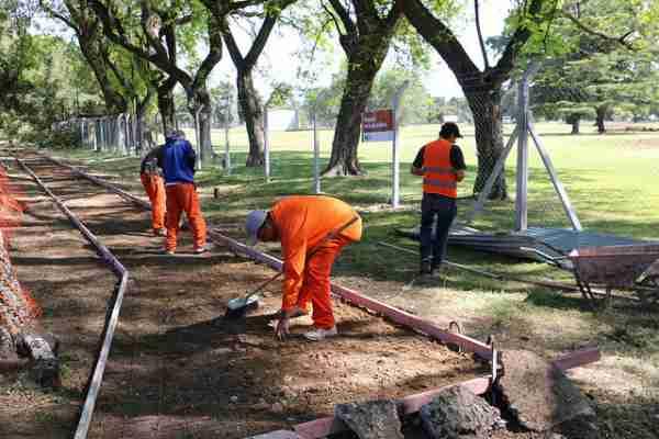 Se construye en Villa Adelina un nuevo tramo de la senda aeróbica del golf