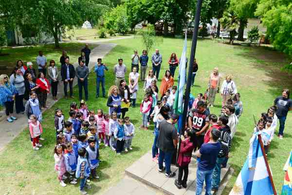 El Jardín 906 del río Paraná Miní celebró sus 50 años de existencia con un importante festejo que concentró a gran parte de la comunidad isleña.