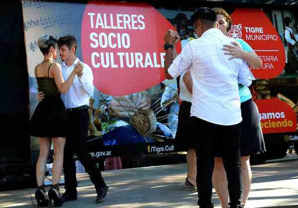 Los talleres socio culturales de Tigre arrancaron sus muestras de cierre de año a pura fiesta