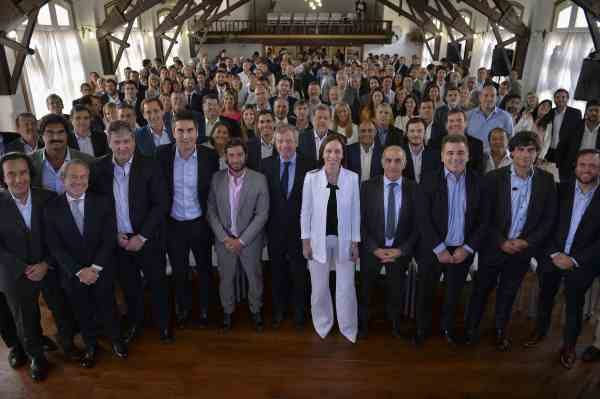 Vidal eliminará 221 cargos políticos y jubilaciones de privilegio