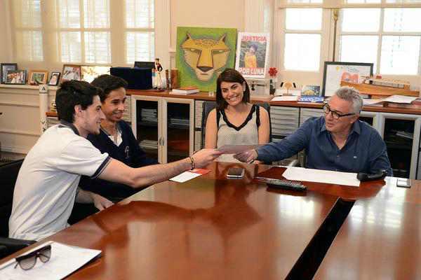 Julio Zamora recibió a jóvenes del programa municipal de pasantías