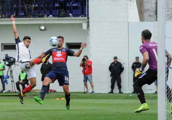 Con dos piruetas y un Navarro supremo, San Lorenzo derrotó a Tigre en Victoria