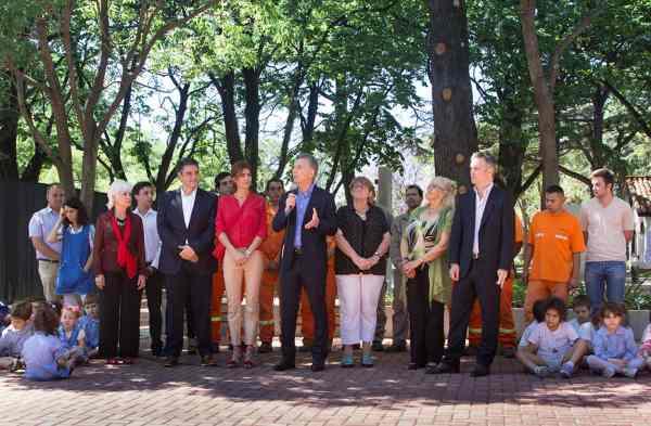 Macri dejó inaugurado el espacio público de la quinta presidencial junto a su esposa, Juliana Awada