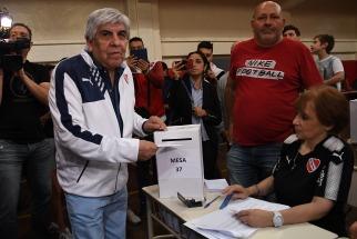 Hugo Moyano fue reelecto como presidente de Independiente por cuatro años más
