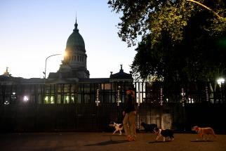 Alrededor de 1.000 efectivos de la Policía de la Ciudad estarán hoy abocados a la seguridad de la zona del Congreso nacional, donde los diputados tratarán la postergada reforma previsional, luego de los incidentes del jueves pasado.