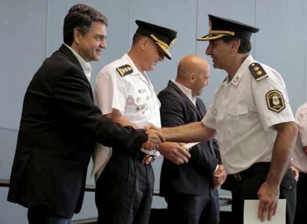 Vicente López reconoció a la Policía por su día