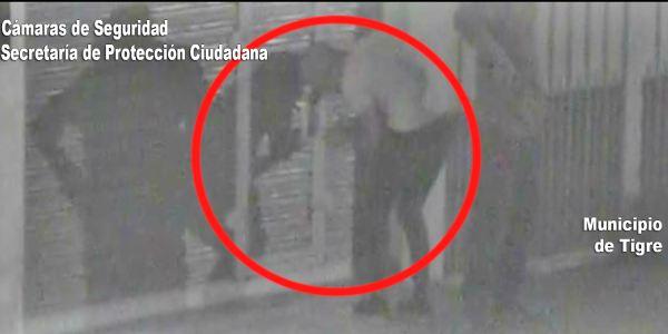 Por las cámaras de Tigre los atraparon forzando la persiana de un local