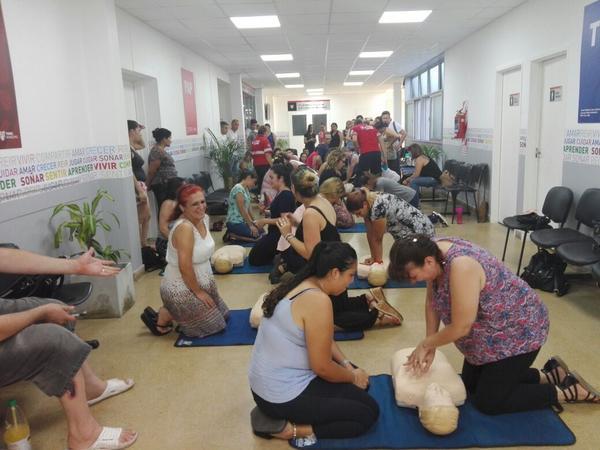 La capacitación fue realizada en el CAFYS Valentín Nores y forma parte del Programa Tigre Cuida Tu Corazón, principal programa de acceso público a la desfibrilación temprana del país.