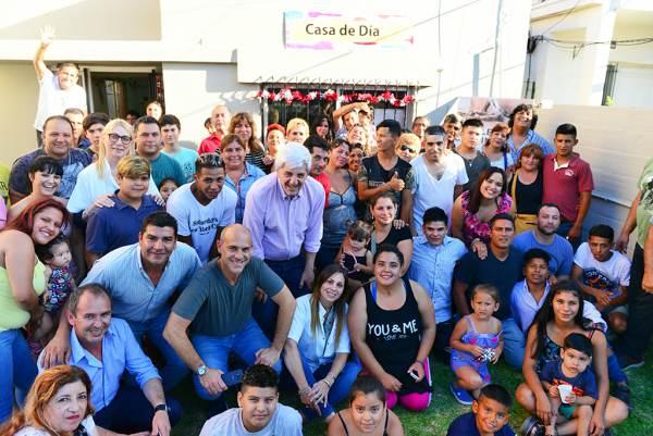 Andreotti y los chicos del Centro Convivencial Terapéutico compartieron un agasajo de fin de año.