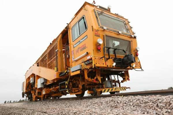 Con nueva maquinaria, la capacidad de construcción de vías de ferrocarril se triplicó en los últimos dos años.