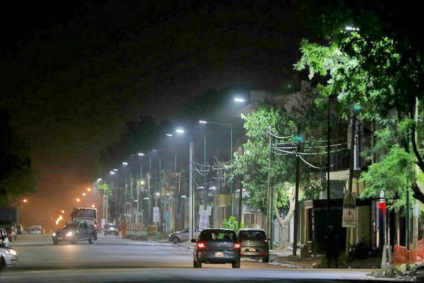 Nuevas luminarias led en la Avda. Sarratea en Boulogne.