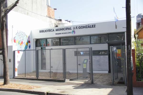 Libros y películas en la Biblioteca Municipal Froilán González.