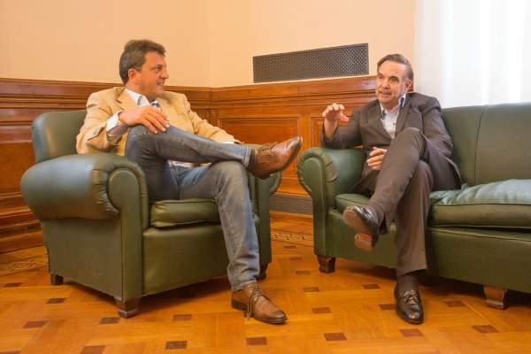 Massa y Pichetto dialogaron sobre la situación económica y el peronismo.
