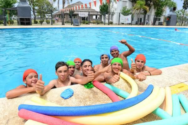 Los chicos del programa Sumate de San Fernando disfrutan las colonias de verano.