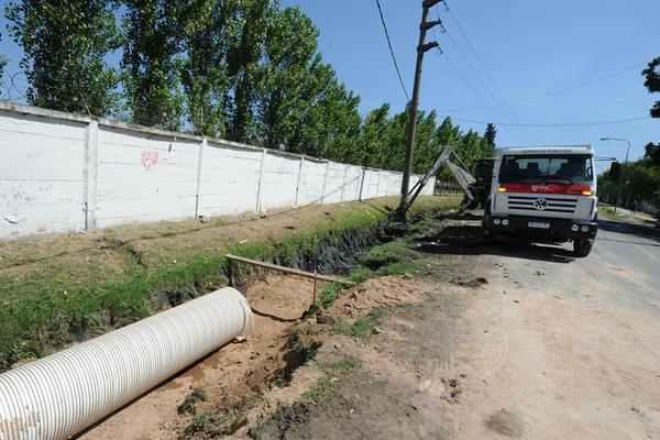 Construcción de veredas y conductos pluviales en Tigre