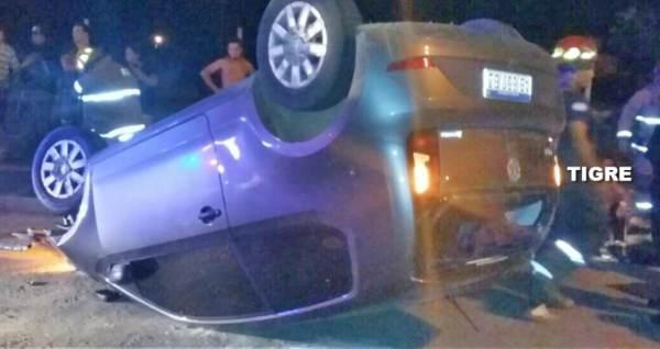 Dramático vuelco tras persecución de un auto robado en Tigre