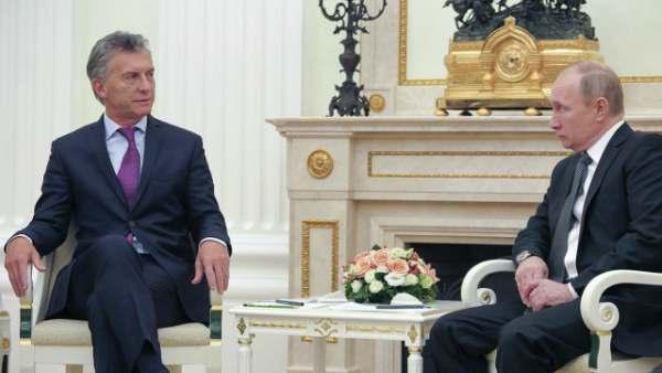 En busca de inversiones, Macri se reunió en Rusia con el presidente Vladimir Putin y con varios empresarios