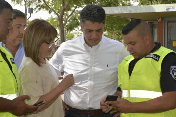 El intendente de Vicente López, Jorge Macri y la Ministra de Seguridad de la Nación, Patricia Bullrich, presentaron el sistema de alerta del Paseo de la Costa y las cámaras de vigilancia que se colocaron en el mismo lugar.