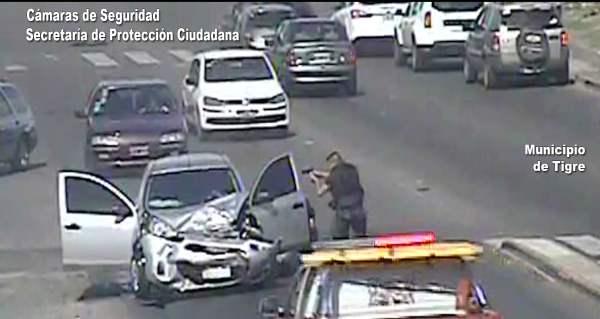Un auto robado impactó una camioneta cuando escapaba de la policía en Tigre