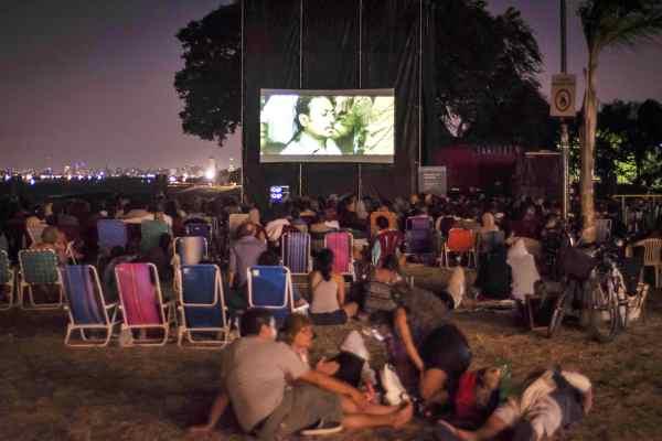 """Más de 2.500 personas disfrutaron del festival """"bicicine en la playa"""""""