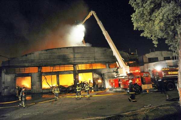 La rápida detección de las cámaras de Tigre permitió controlar un feroz incendio en una fábrica de El Talar