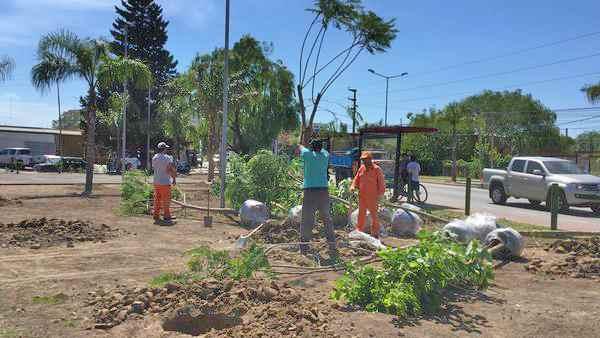 Avanza la remodelación de la plaza Jorge Cafrune en Benavídez