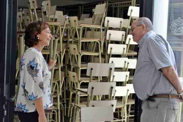Bomberos Voluntarios de San Fernando cuida el nuevo mobiliario que el Municipio cederá a las escuelas