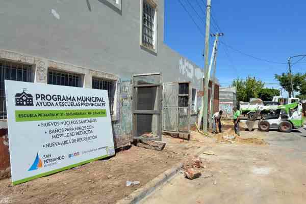 San Fernando renueva las veredas de la Escuela N° 21