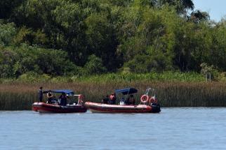 Continúa la búsqueda de un joven que se tiró desde un catamarán en el río Lujan