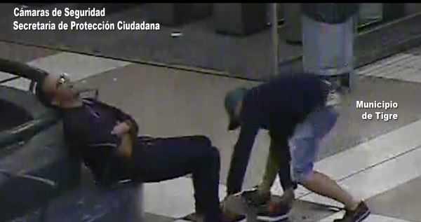 Robó las zapatillas a un hombre dormido y fue detenido por el COT