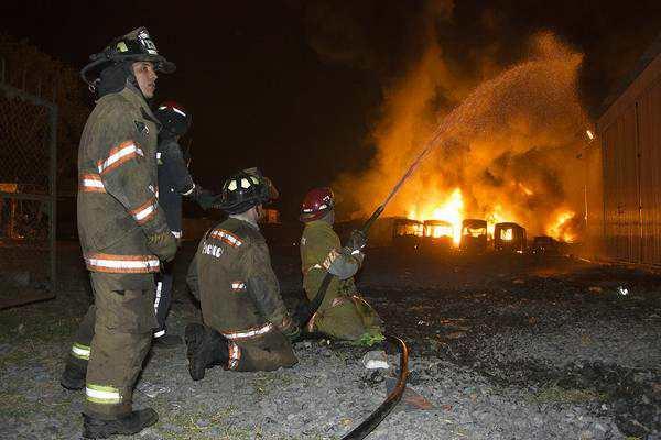 Tigre desplegó un impresionante operativo para controlar un incendio en una fábrica