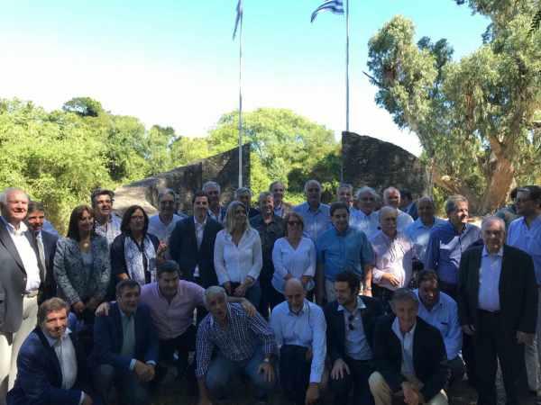 Primer encuentro de legisladores de Argentina y Uruguay en la Isla Martín García
